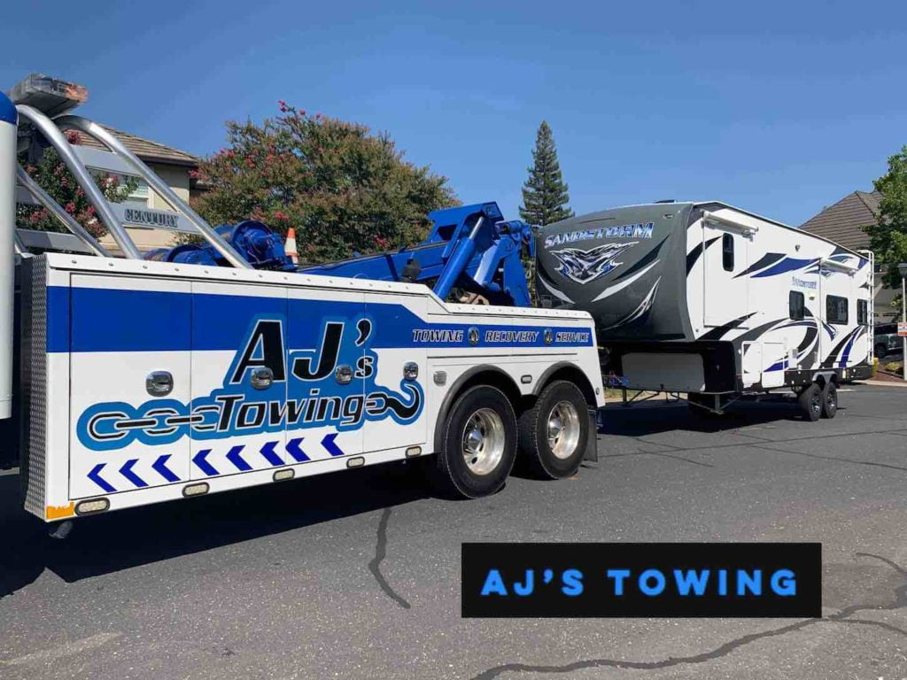 Heavy Duty Towing of Fifth Wheel